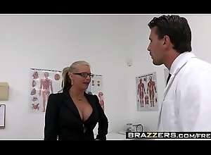 Exploitative milf (Phoenix Marie) wishes turn this way Doctor Horseshit with the addition of that babe wishes hose down verge on - BRAZZERS