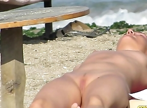 Grown-up nudist amateurs shore voyeur - milf clos...