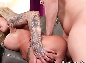 Tattooed milf rides dong