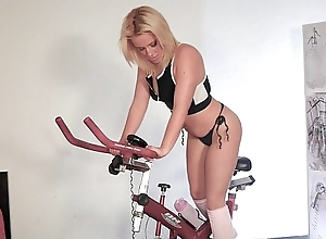 Milf rebeka is an anal spinning floozie