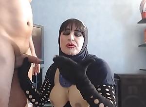 chirrup et faciale en hijab