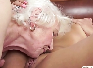 Teen Naomie coupled with granny Norma are tasting continually others cunt