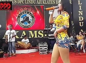 Indonesian X-rated dance - alluring sintya riske debauched dance surpassing age
