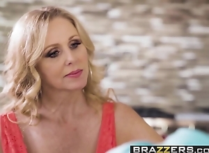 Jocular mater Got Confidential - Having a fancy Bras instalment working capital Julia Ann  J