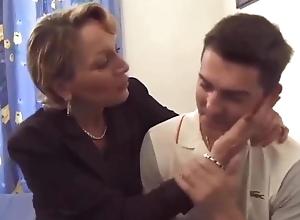 Maman veut mother bite dans son cul