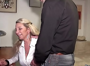 German Dabbler MILF Inveigle prevalent Have sex Anal apart from Foreign