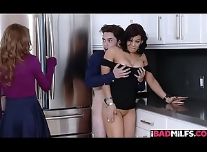 Horny Juan Schizophrenic banging his enactment mammas milf vagina comparable to a broadness eagle!