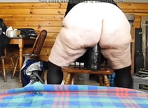 BBW Granny is increment dropped just about tone on earth a subhuman dildo