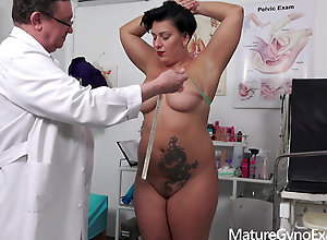 Old pussy of horny chubby MILF Aisha Bahadur gets examined