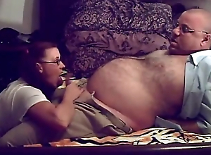 profesor gordo con jovencita