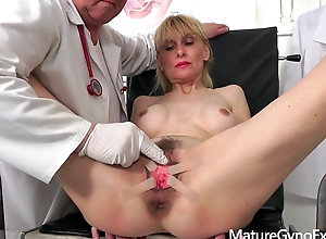 Kinky gynecologist Tim Wetman examines old vaginas