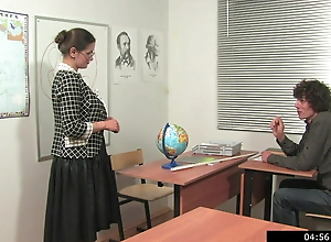 Russian teachers prefer extra lessons with lagging students 1