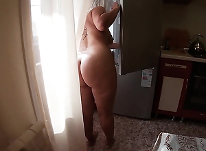 Anal sex with an adult MILF in her big and tight ass
