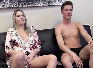 Stiefmutter & Stiefsohn-Affare (Porno gucken mit Mama)