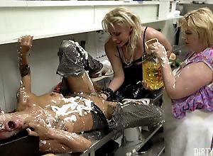 DIRTY SARAH - Extreme Food Porn